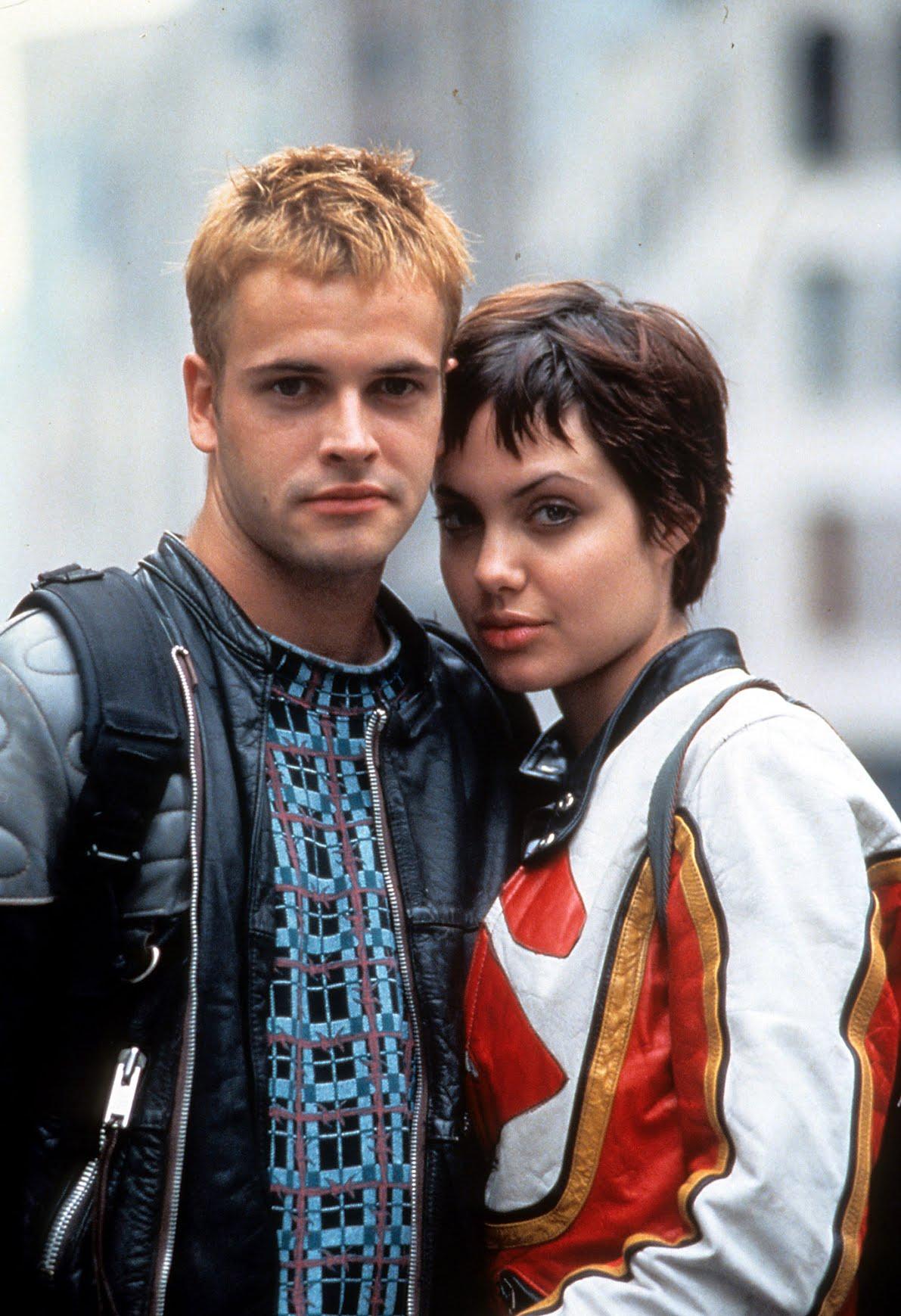 Jonny Lee Miller and Angeline Jolie in Hackers